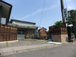 川村ニット(株)社屋入口